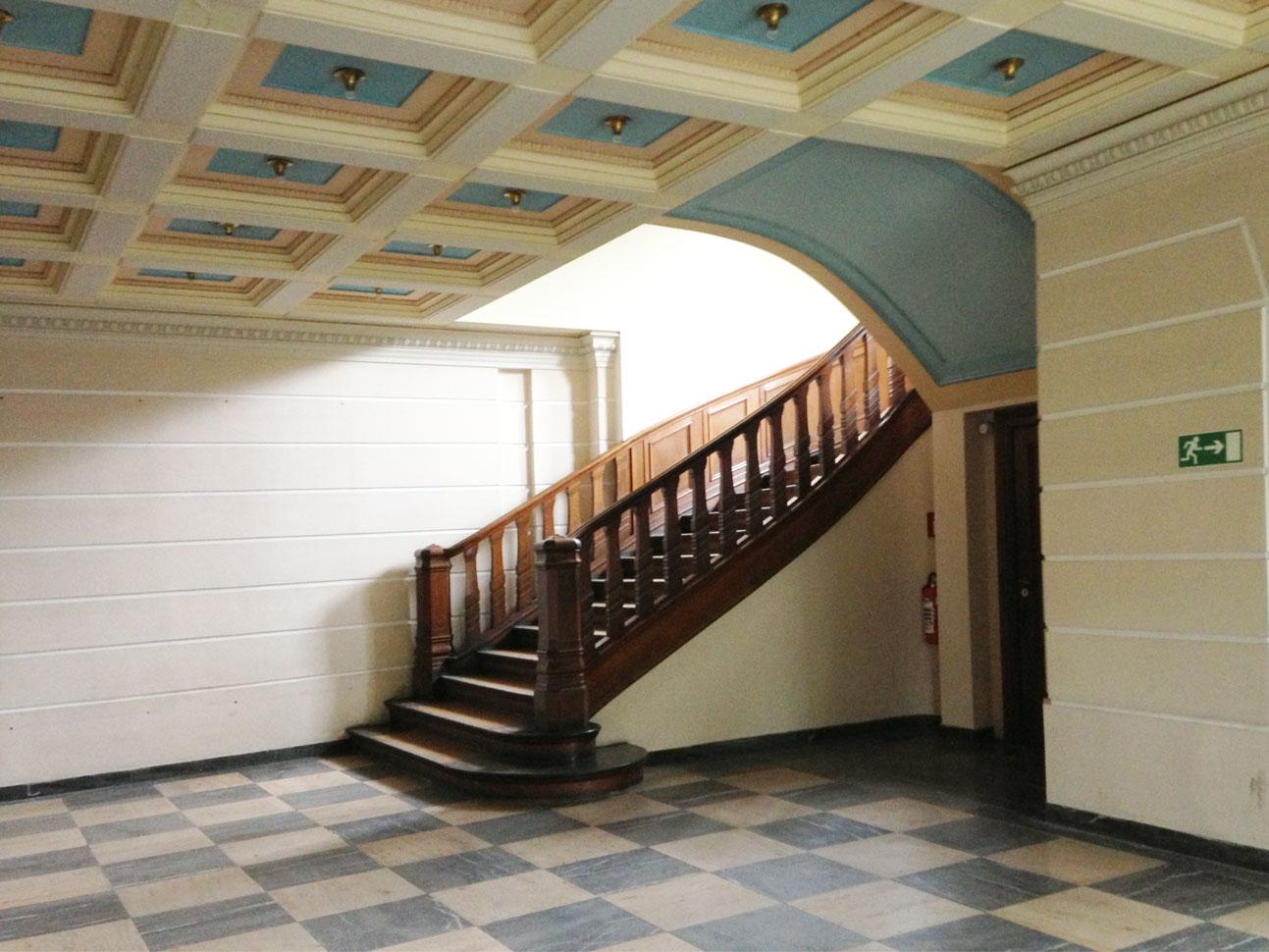 Foyer mit Haupttreppe